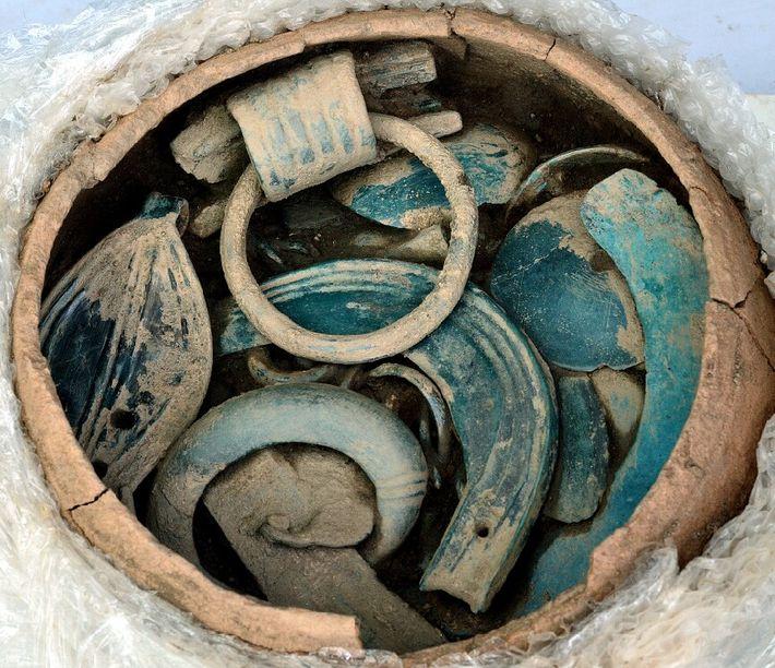 Parmi les objets de l'âge du Bronze retrouvés, certains présentent des états de conservation exceptionnels.