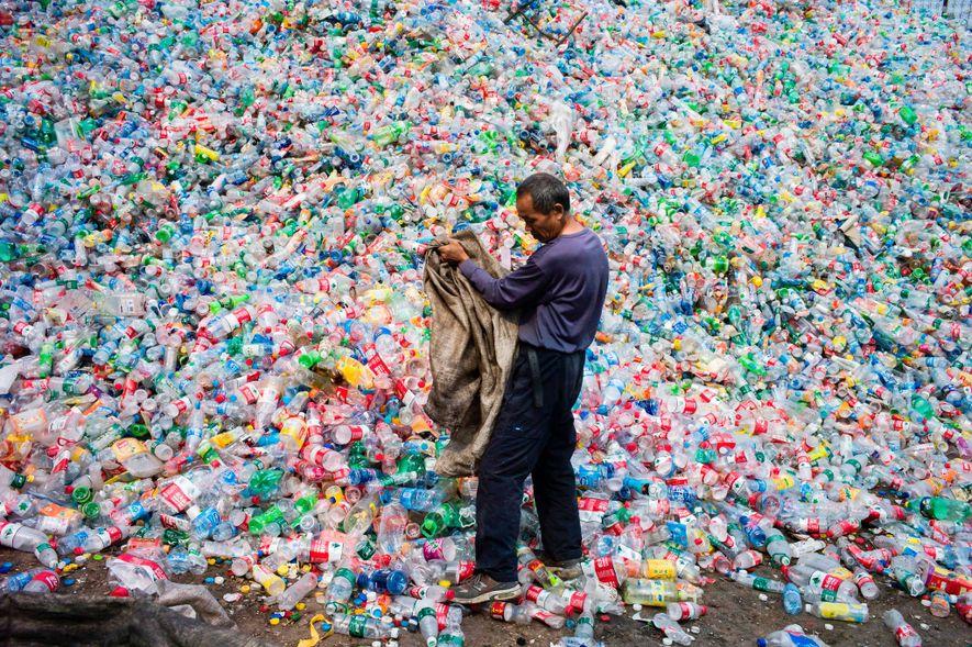 Dans cette usine de traitement des déchets située à Dong Xiao Kou, dans la périphérie de ...