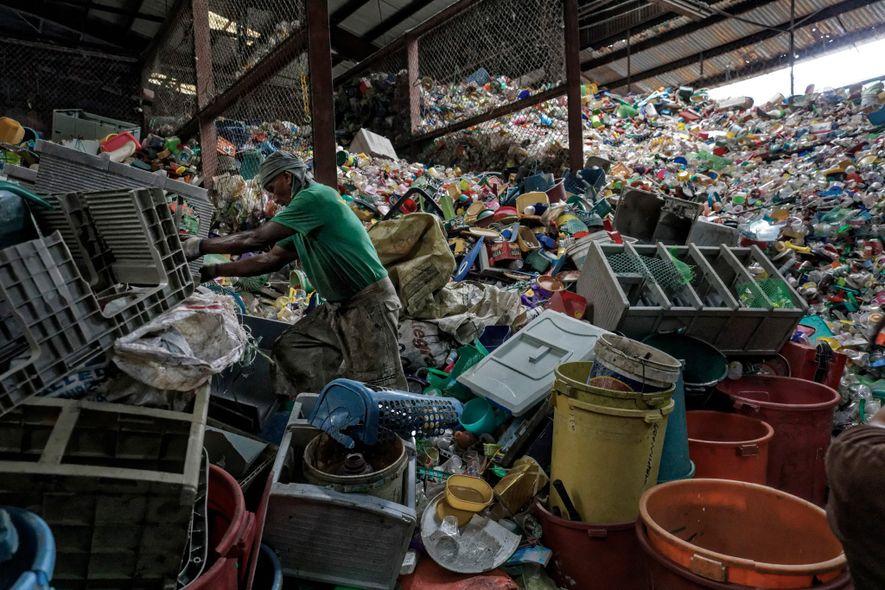 Parmi les pays qui rejetent le plus de plastique dans les océans, les Philippines occupent la ...