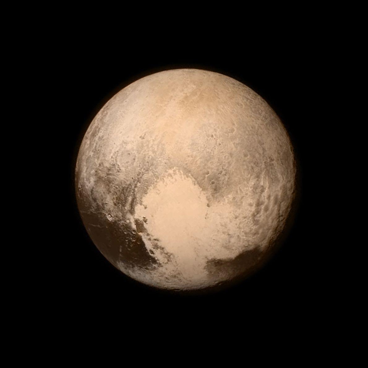 Pluton occupe l'essentiel du cadre de cette image en noir et blanc, prise le 13 juillet ...