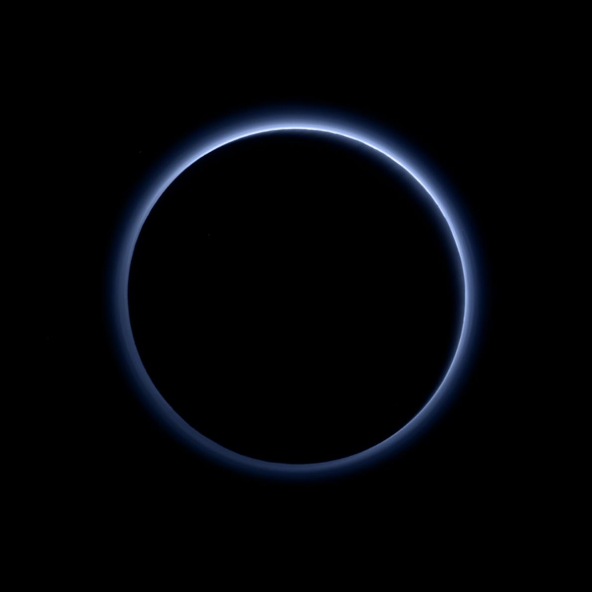 Sur cette photo prise par l'imageur Ralph/MVIC (Multispectral Visible Imaging Camera) de la sonde New Horizons, ...