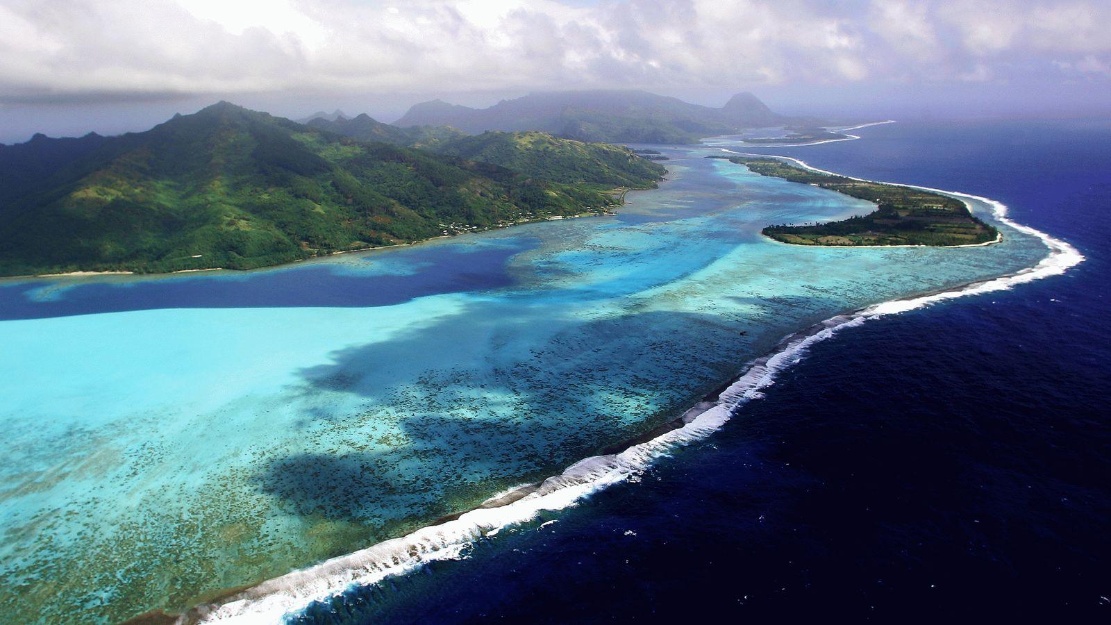 Cent-huit îles et îlots, répartis en cinq archipels, composent la Polynésie française. Avec 235 000 habitants ...