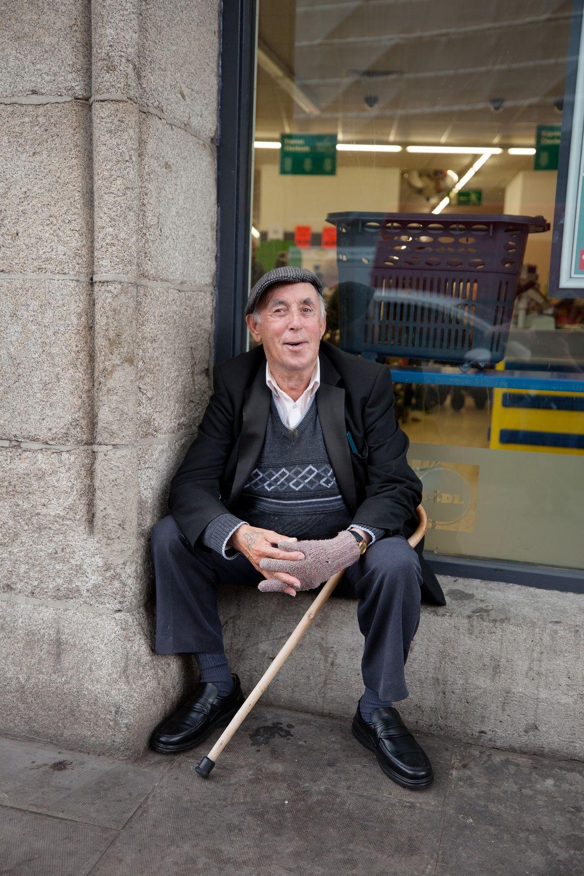 Ce Dublinois, Jimmy Dillon, pose sur la place district Liberties, un espace situé entre l'entrepôt de ...