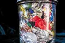 Ce bocal de 1 l contient deux années de déchets non recyclables et non compostables de ...