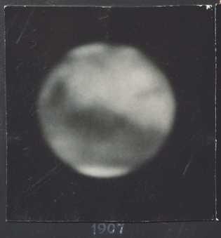 Les premières vues de Mars, floues, ont inspiré des histoires d'extraterrestres bâtisseurs de canaux. Nulle civilisation ...