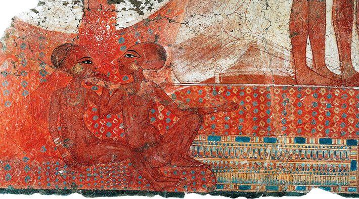 Les artefacts du palais Amarna révèlent un contraste marqué avec la rigidité des portraits royaux traditionnels. Deux ...