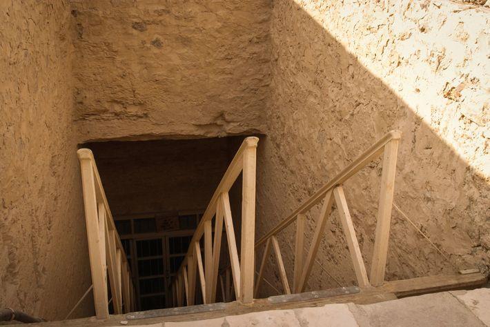 Entrée principale du tombeau de Séthi Ier dans la vallée des Rois.