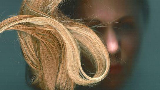 La féminité d'une femme s'exprime dans la manière dont elle se coiffe. Sur cette photographie prise ...