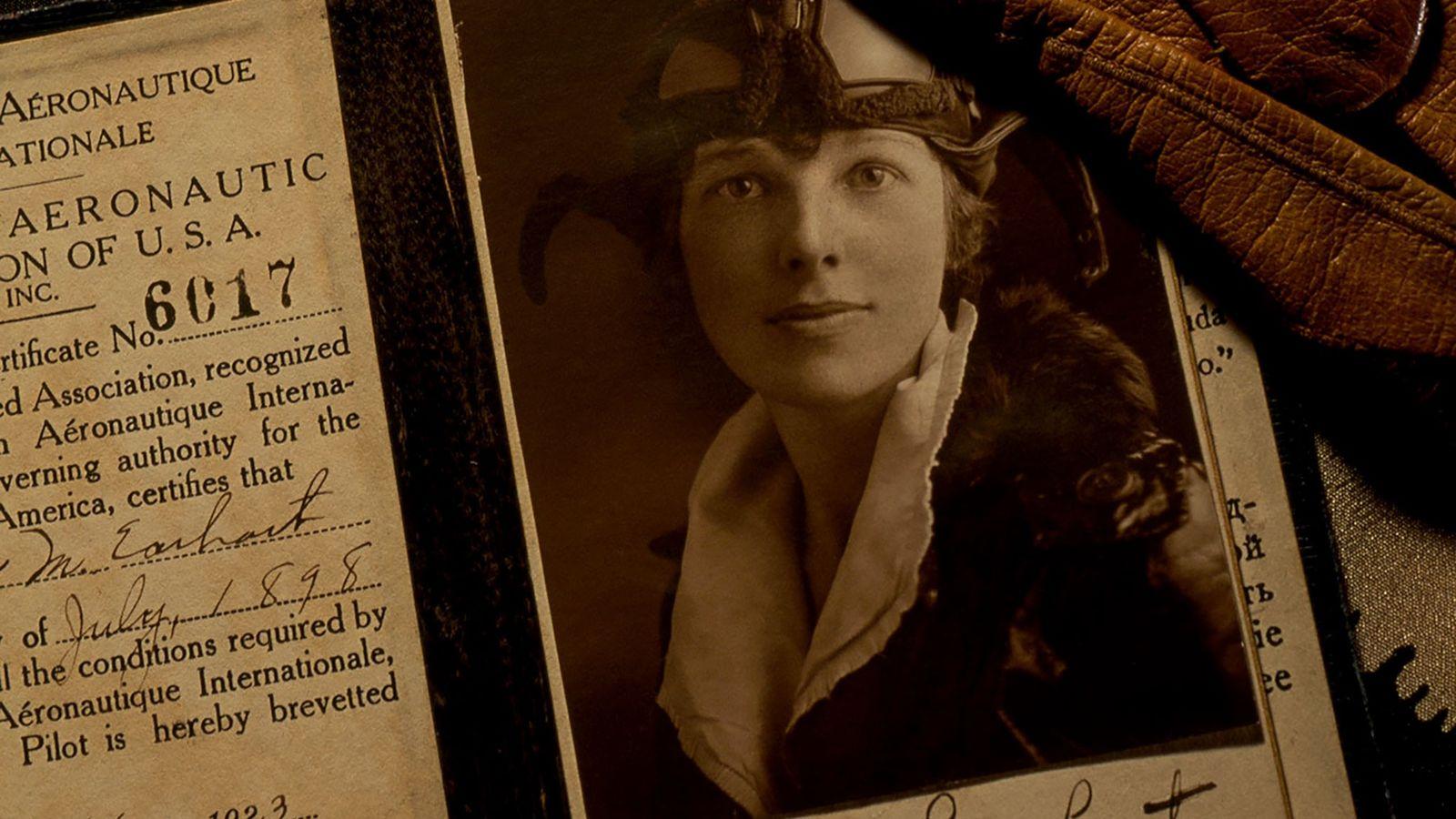 Certifiée aviatrice seulement deux décennies après le premier vol des frères Wright, Earhart utilisa sa renommée ...