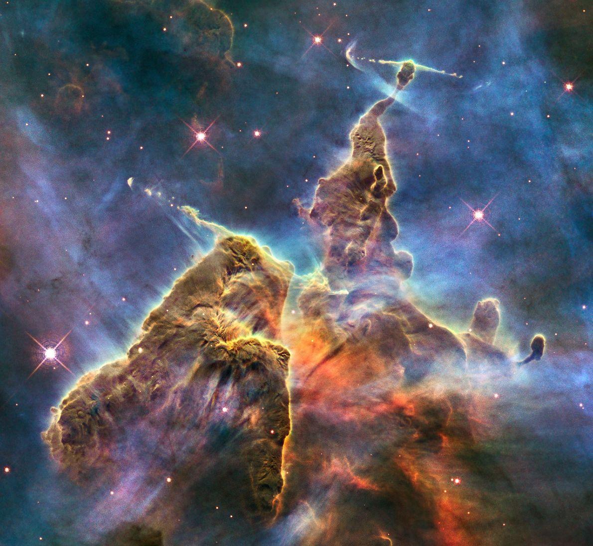 Le nuage de gaz et de poussière de la nébuleuse de la Carène s'étend sur une ...