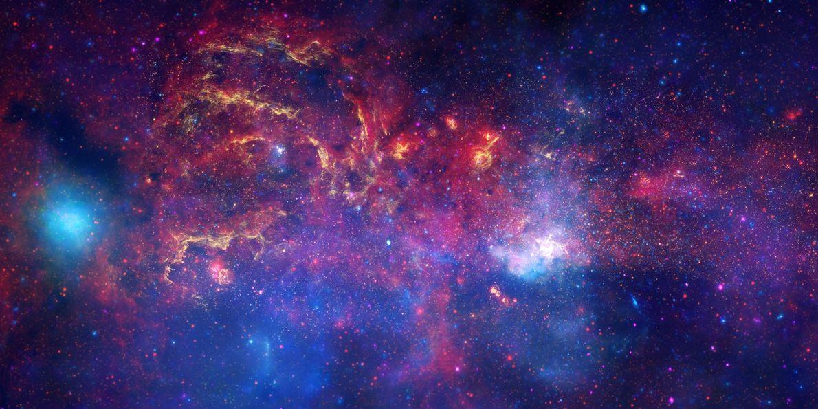 Pour produire cette vue du cœur de la Voie lactée, des images capturant les rayonsX ont ...