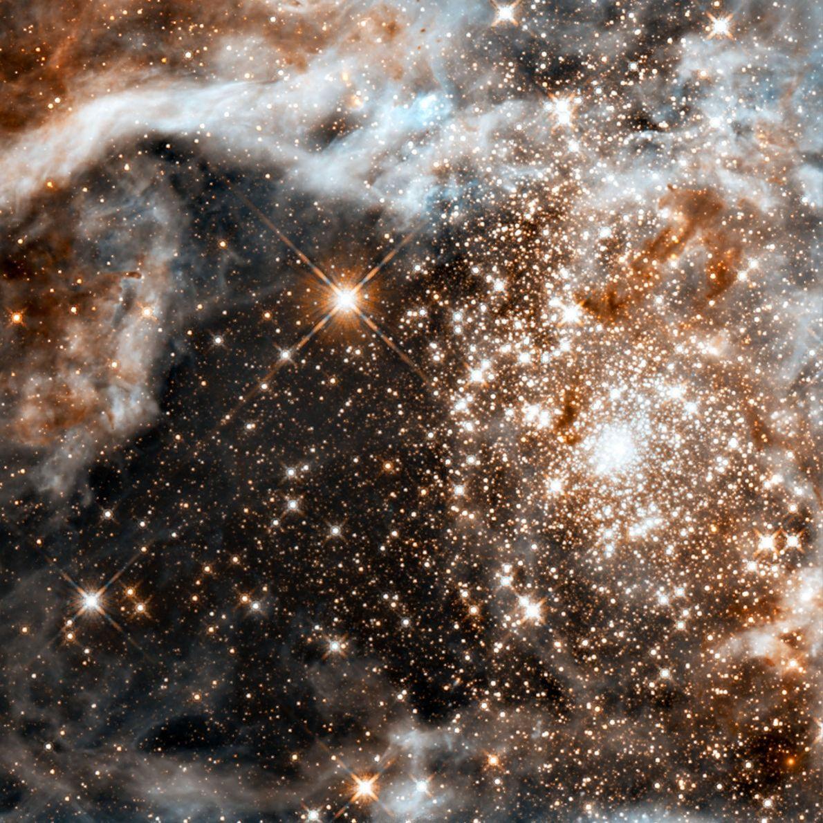Cette pouponnière d'étoiles connue sous le nom de R136 est considérée comme la plus grande et ...