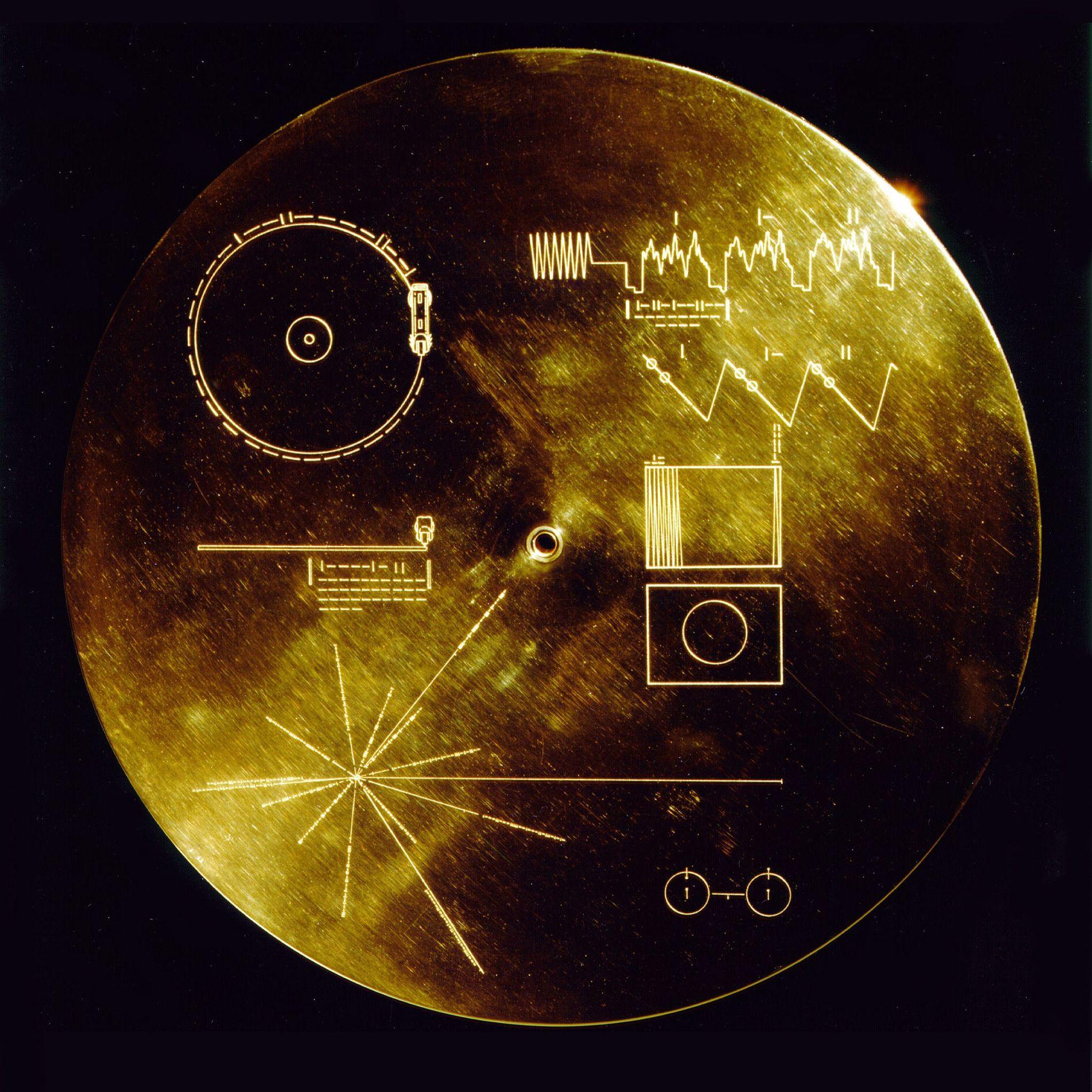 Le couvercle du Golden Record, un disque envoyé dans l'espace à bord des deux sondes spatiales ...