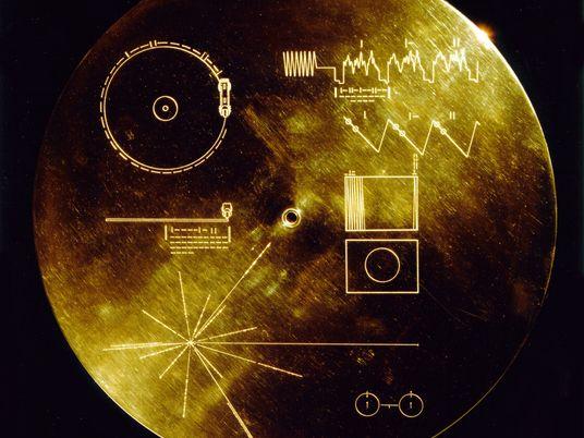 Non, cette carte envoyée dans l'espace ne met pas la Terre en danger