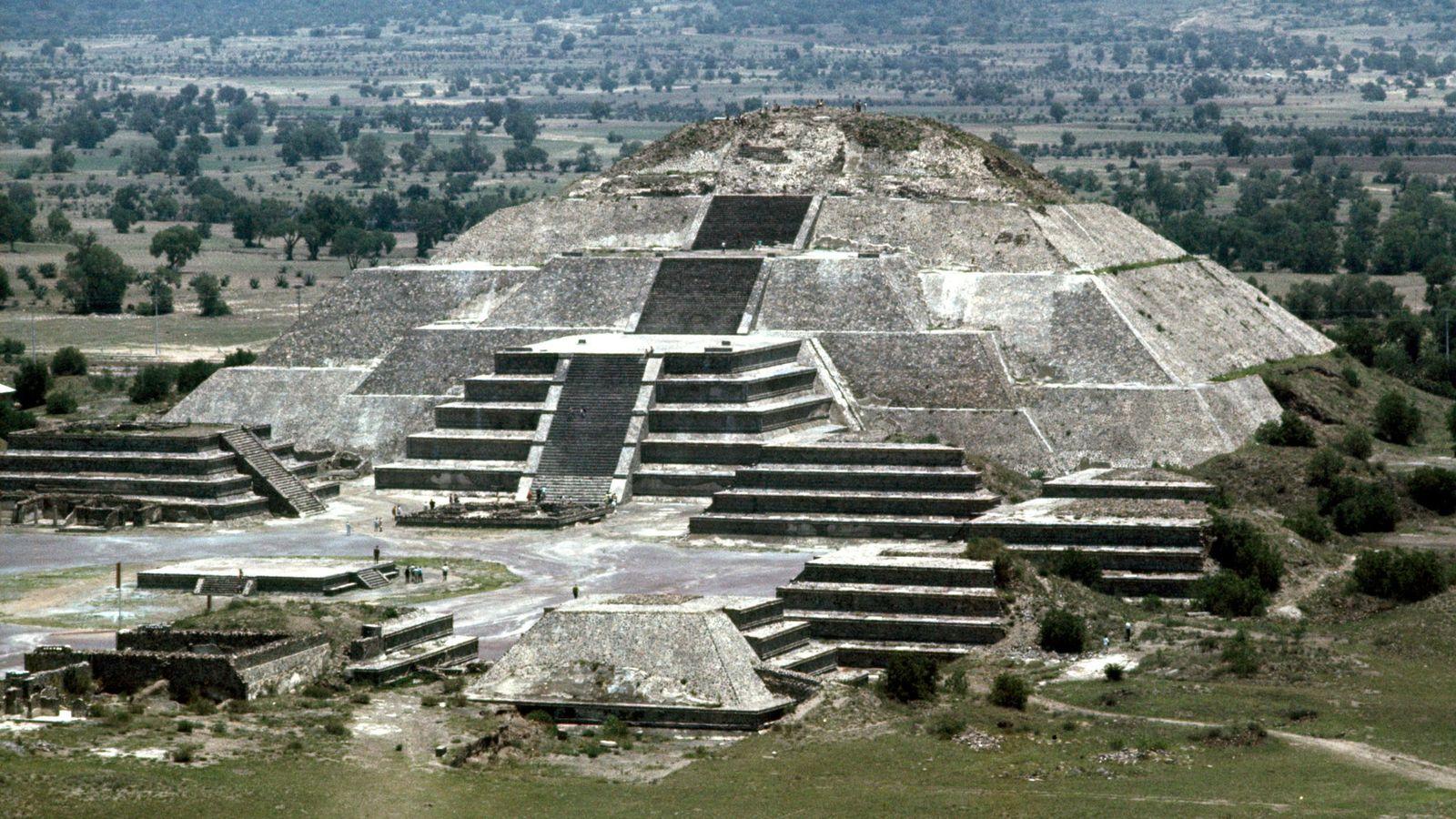 pyramid_of_moon