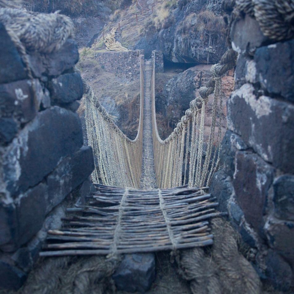 En images : le dernier pont suspendu inca