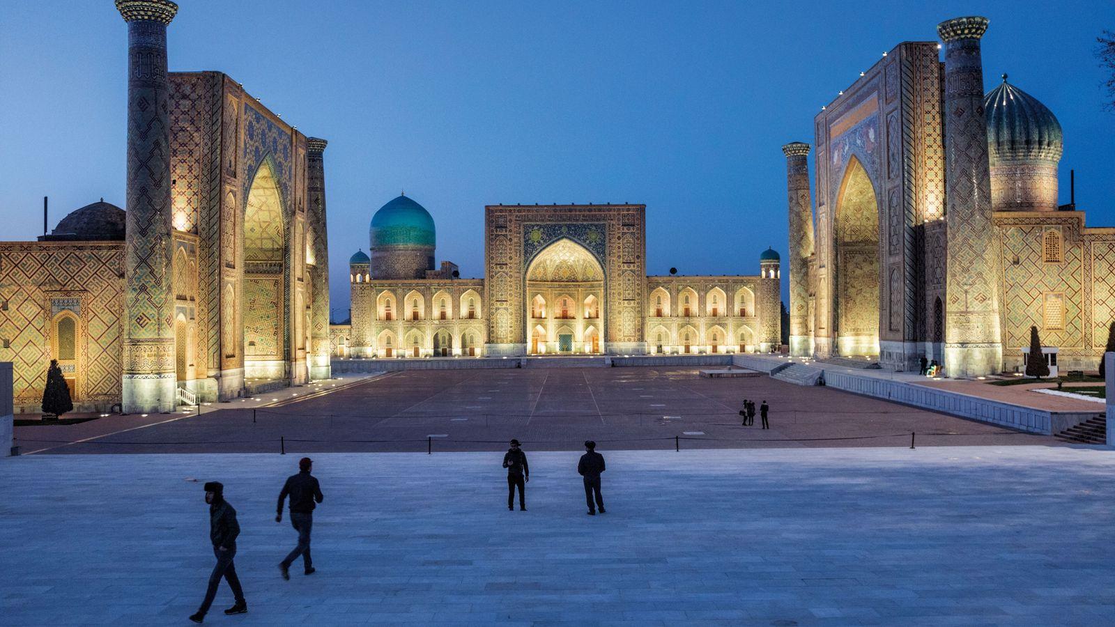 Le Régistan est le carré au coeur de Samarkand (Ouzbékistan), ex-plaque tournante sur la route de ...