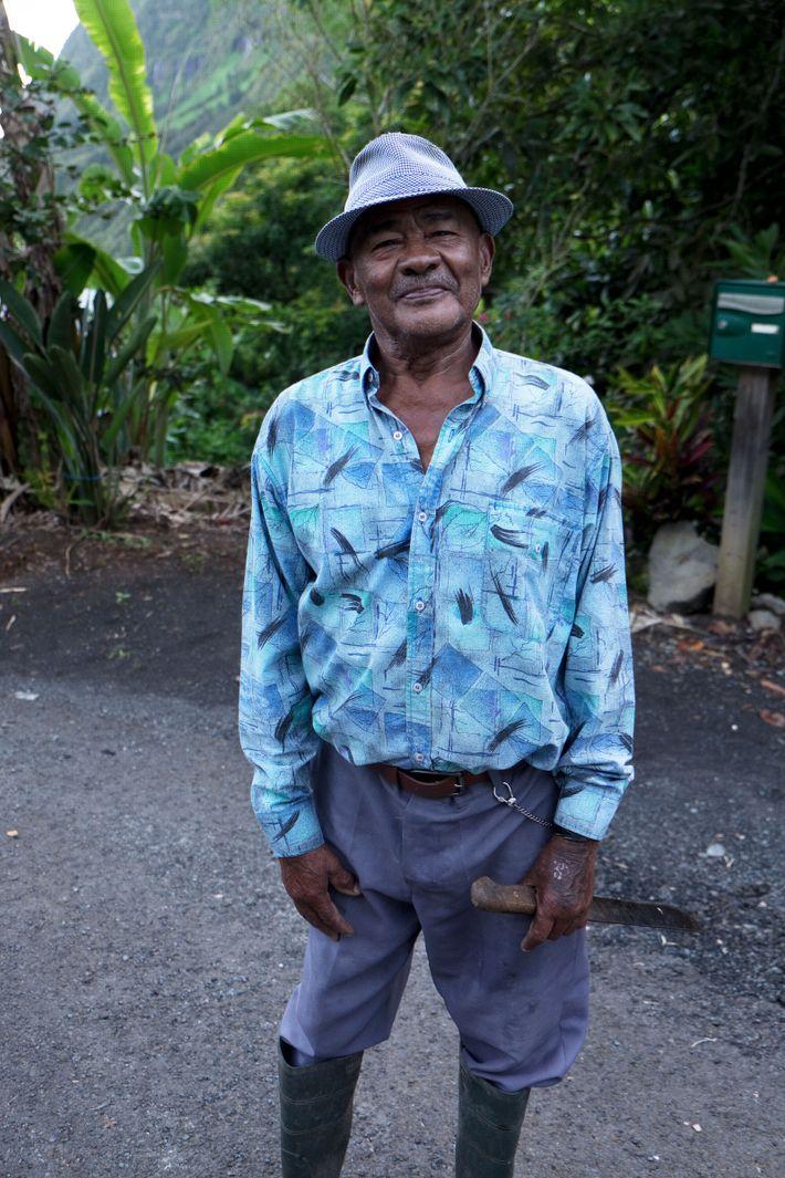 À 87 ans, M. Lafate est aussi heureux la serpette à la main que sur la ...
