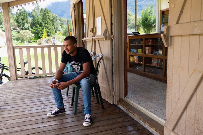 Sony Bègue, 25 ans, succède à son père au Relais de Mafate. La ville ne lui ...