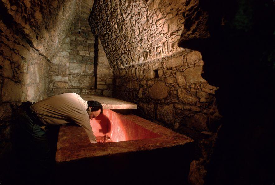 Dans une salle voûtée du Temple XIII à Palenque, au Mexique, les archéologues ont découvert le ...
