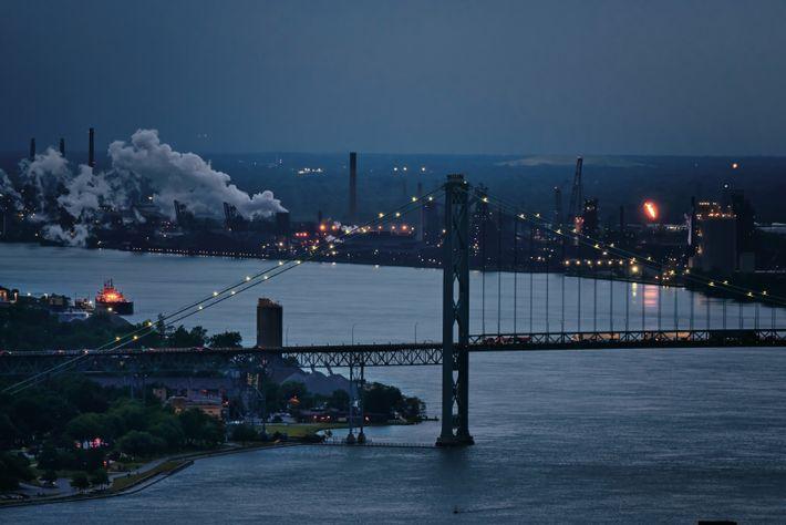 Avant de gagner le lac Érié, la rivière Detroit sépare la ville éponyme de celle de ...