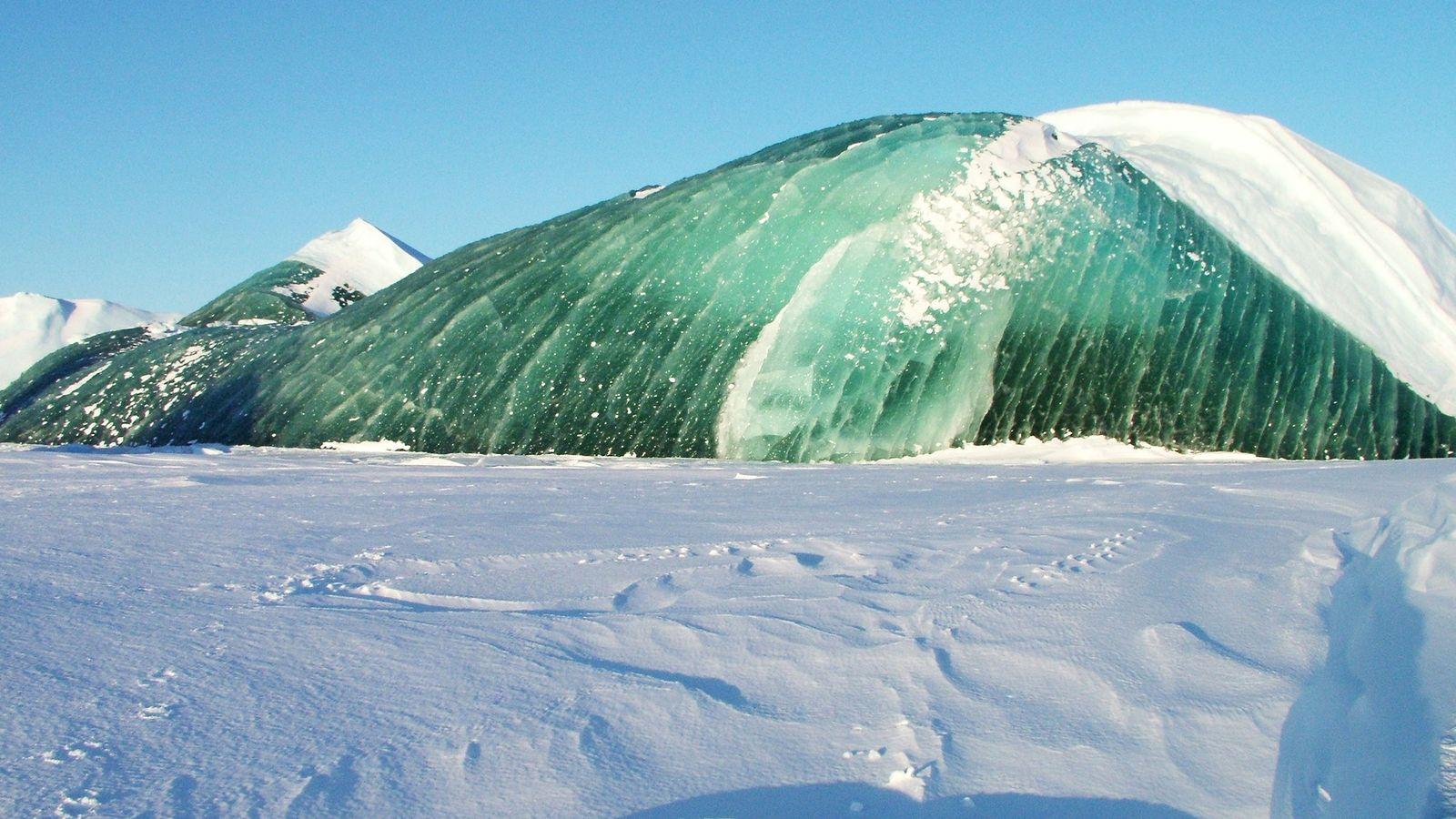 Comme les icebergs bleus, les icebergs verts se parent souvent d'une transparence bluffante, synonyme d'une faible ...