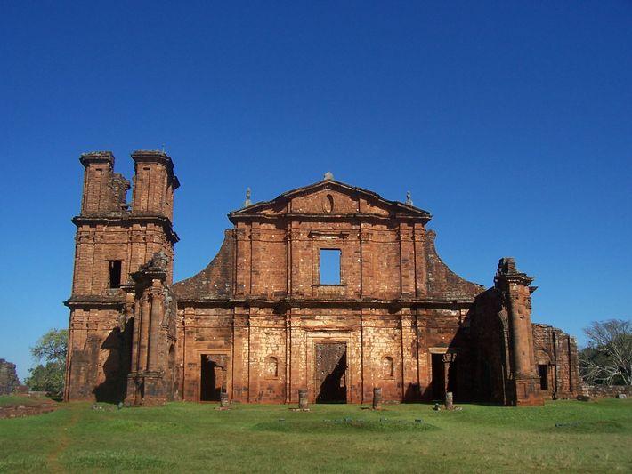 Ruines de l'église de l'ancienne réduction São Miguel arcanjo.