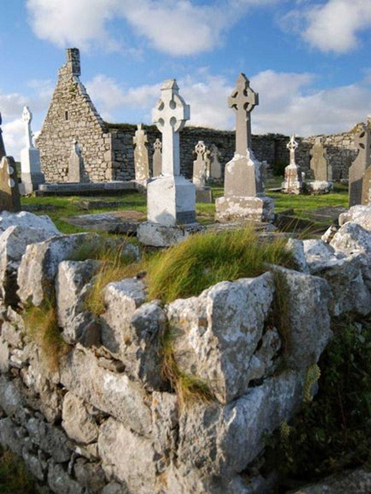 L'église et le cimetière de Doolin