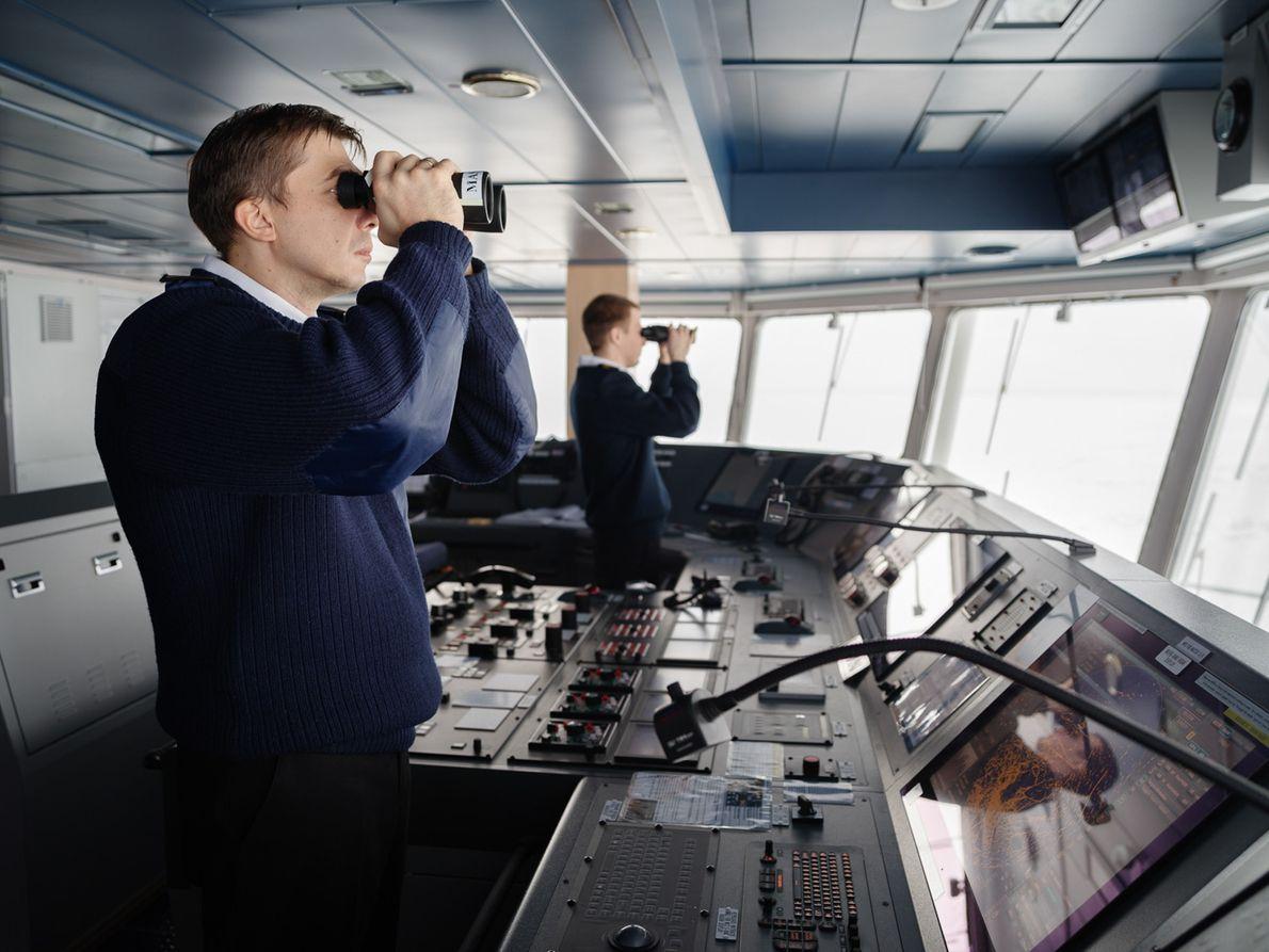 Le capitaine du Christophe de Margerie, premier des 15 pétroliers brise-glace chargés de transporter le GNL ...