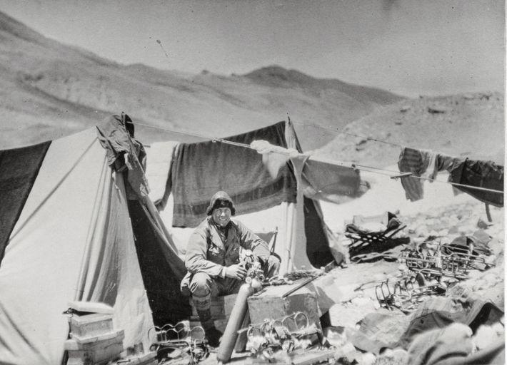 Sandy Irvine a bricolé l'équipement à oxygène jusqu'à ses ultimes jours sur la montagne, pour le ...
