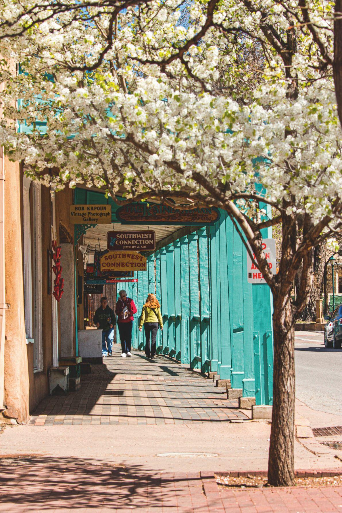 Nations Pueblo, États-Unis. Palace Avenue, à Santa Fe.