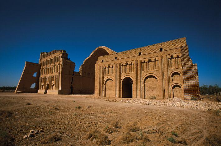 Ctésiphon, résidence royale des Sassanides, était autrefois dominée par un iwan, une cour couverte par une ...