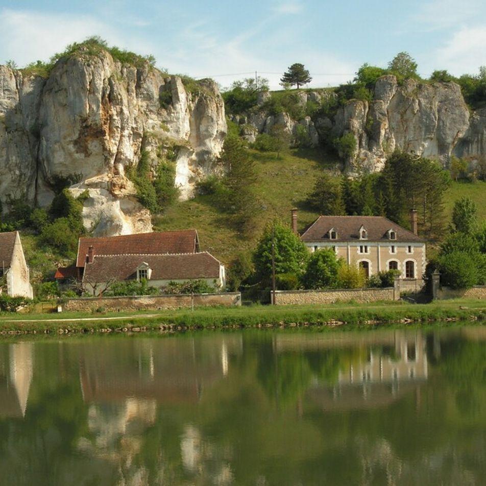 Canal de Bourgogne : la campagne française au fil de l'eau