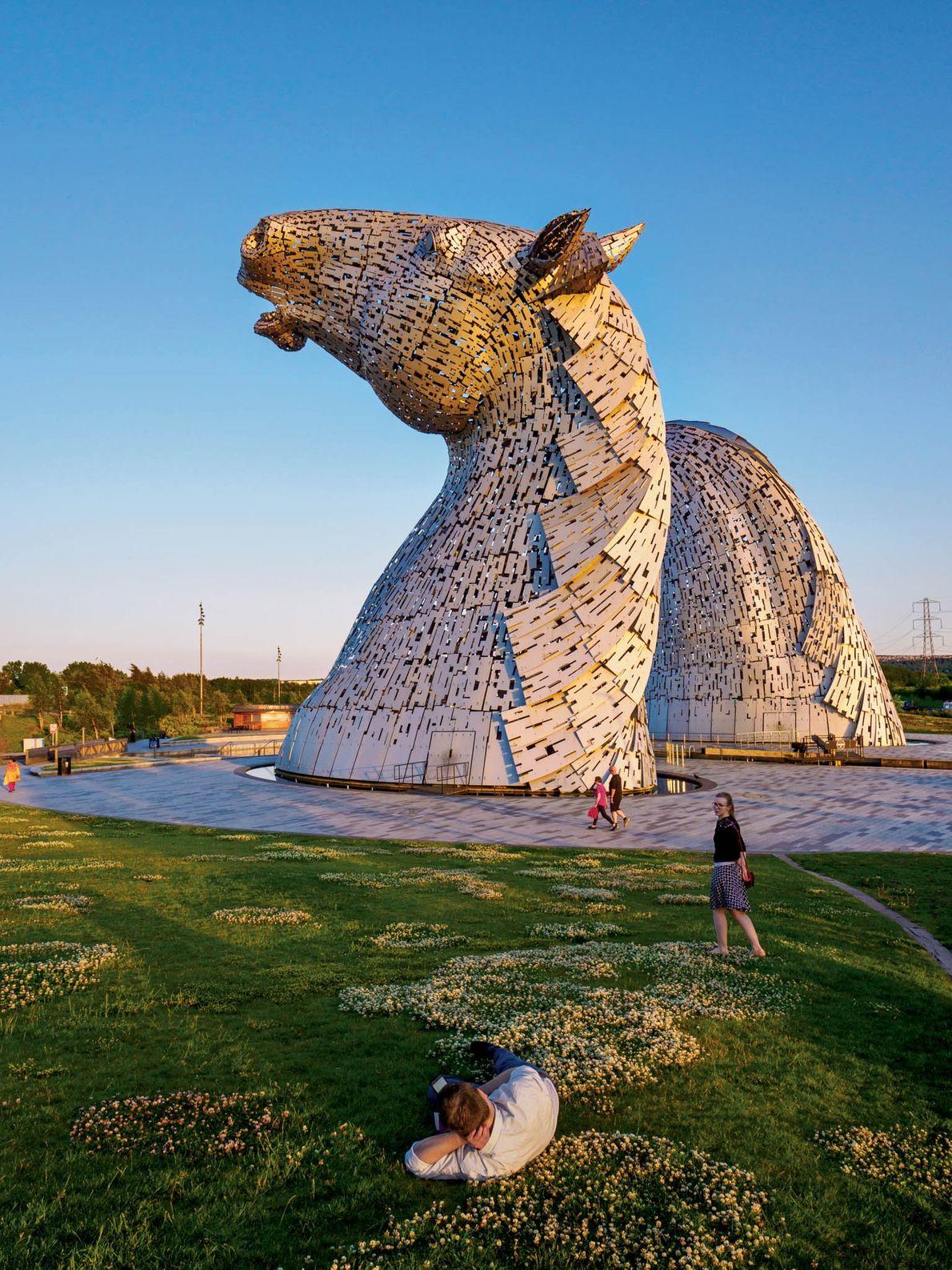 Le sculpteur Andy Scott a consacré huit ans de sa vie à façonner « The Kelpies ...