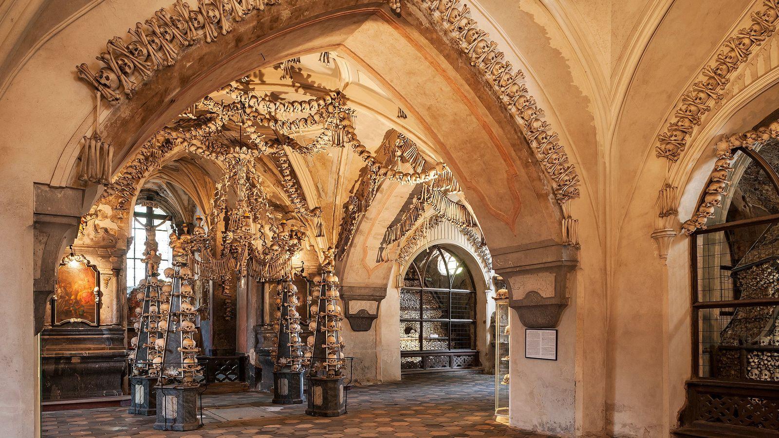 D'une beauté tragique, l'ossuaire de Sedlec est orné d'os humains blanchis et sculptés.