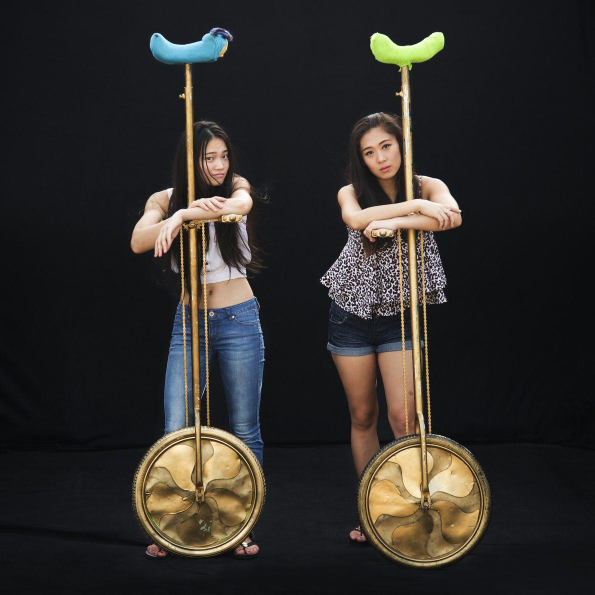 Li Jiahui et Zhao Qianyu de la troupe China National Acrobatic font un numéro pour Ringling. ...