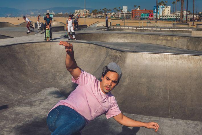 Jose A. Rendon fait du skate à Venice Beach. Ici, les rêves peuvent déboucher sur les ...