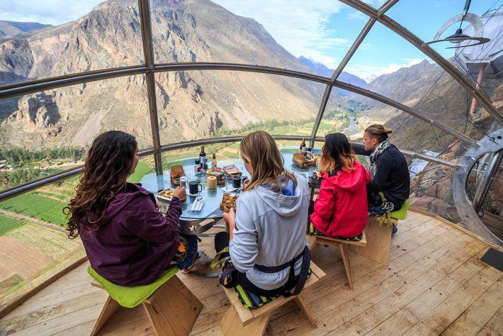 Découvrez la célèbre vallée Sacrée de Cuzco en vous détendant dans une capsule de verre au ...