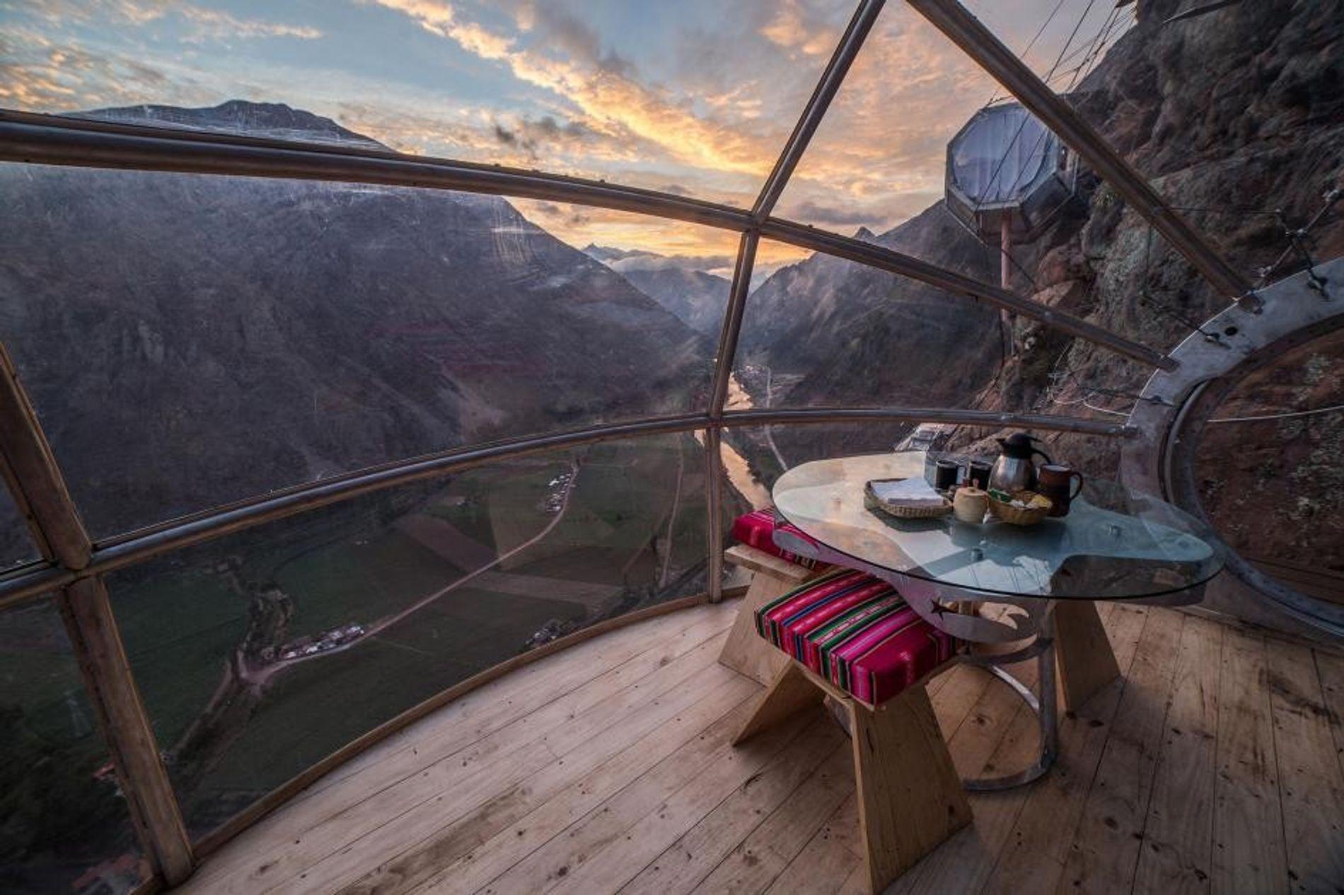 Les suites Skylodge Adventure à Cusco, au Pérou, sont parfaites pour les voyageurs qui aiment flirter ...