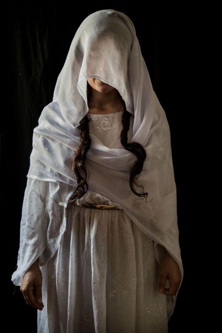 Syhan, 30 ans, originaire de Kojo, dans la région de Sinjar. Capturée le 15/08/2014. Durée de ...