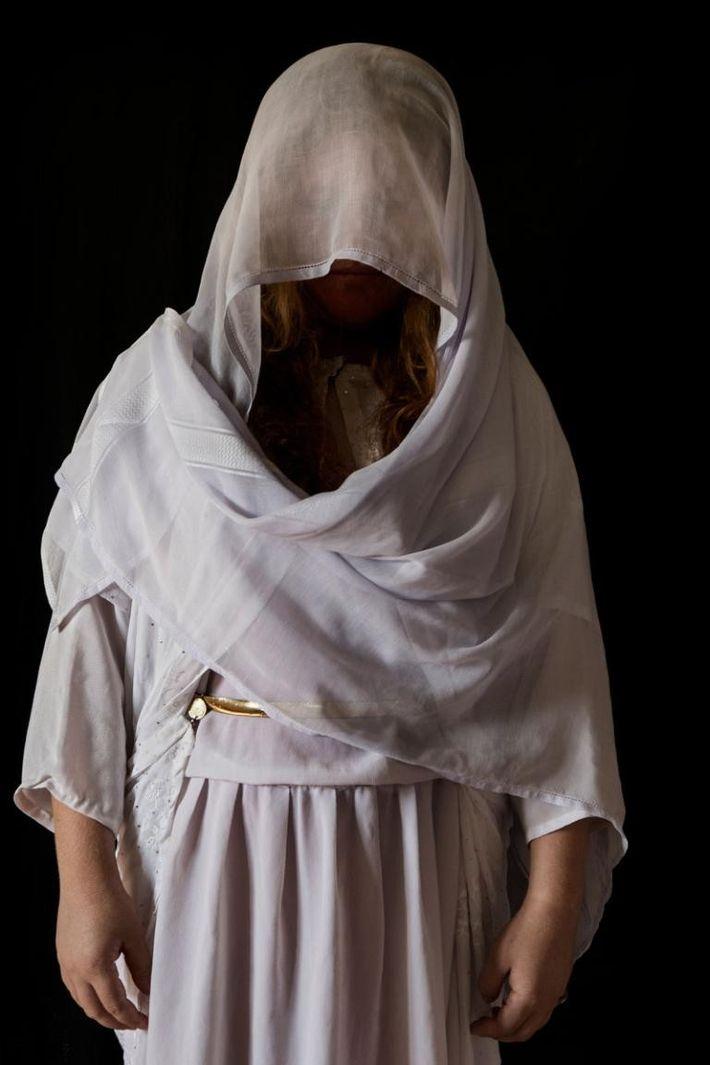 Muna, 18 ans, originaire de Kojo, dans la région de Sinjar. Capturée le 15/08/2014. Durée de ...