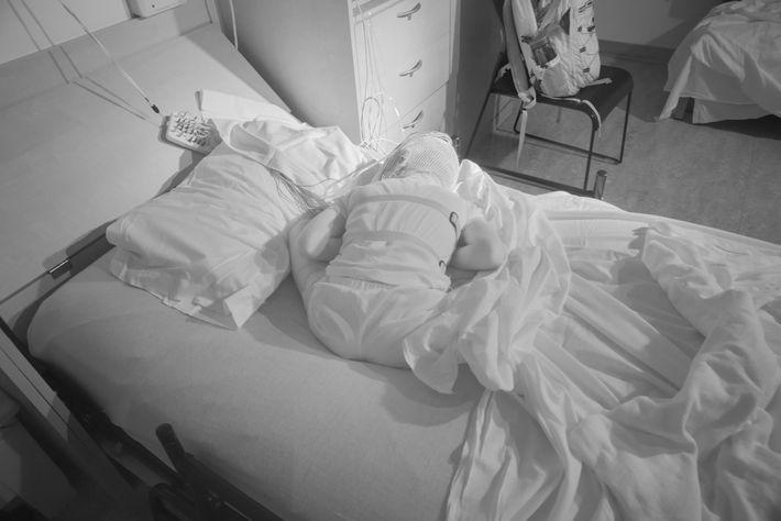 À la clinique du sommeil pour enfants de Washington, Michael Bosak, 8 ans, dort dans une ...