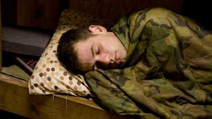 Comment les militaires dorment sur le terrain