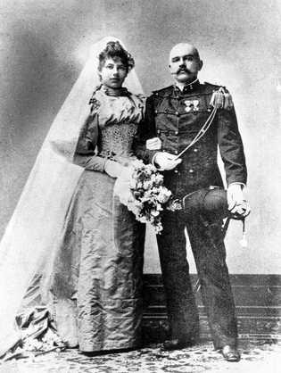 Portrait de mariage de Margaretha Zelle et du capitaine Rudolf MacLeod en 1895. À 18 ans, ...