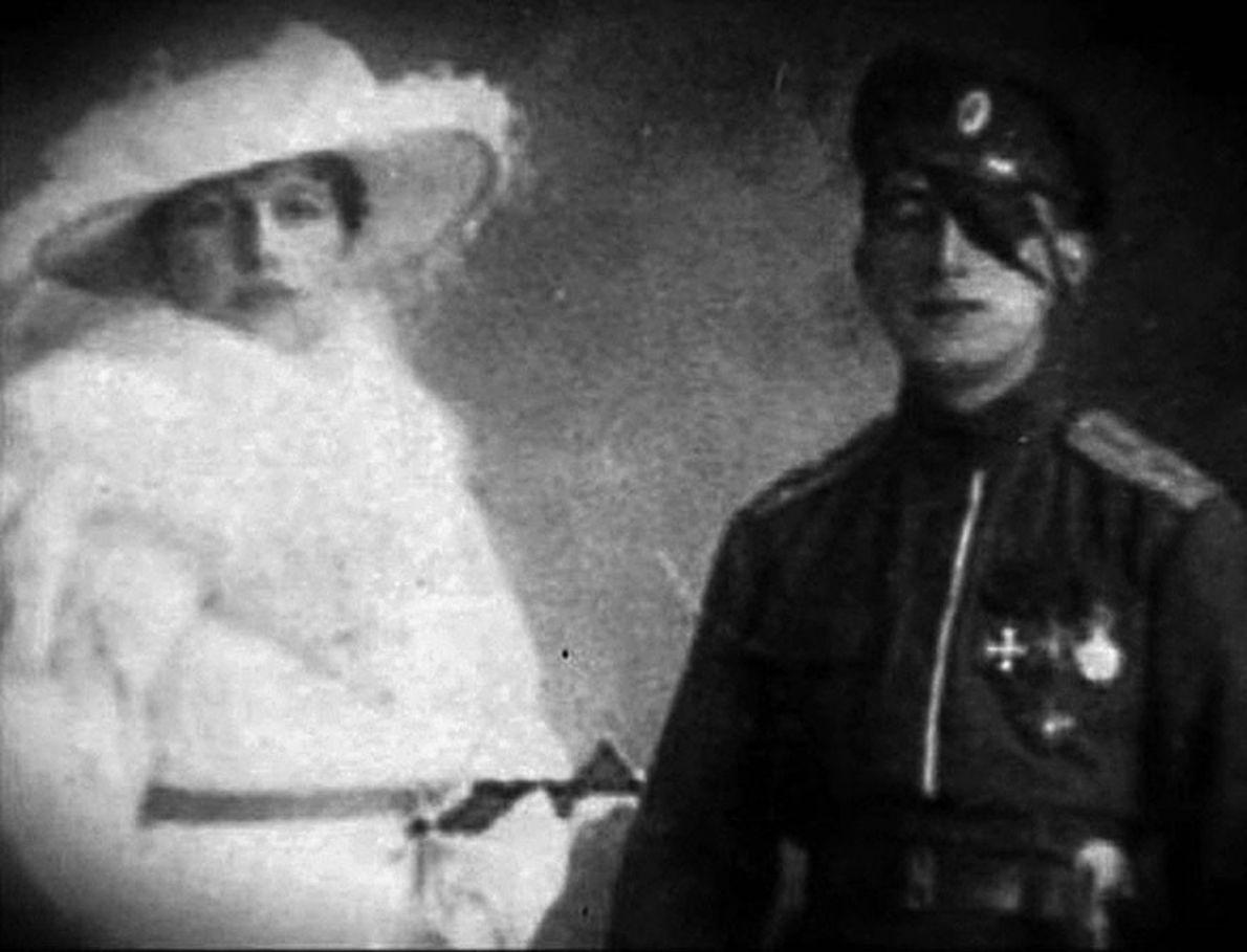 Mata Hari et Vadim Masloff, l'officier russe. Pendant la Première Guerre mondiale, Mata Hari tomba désespérément ...