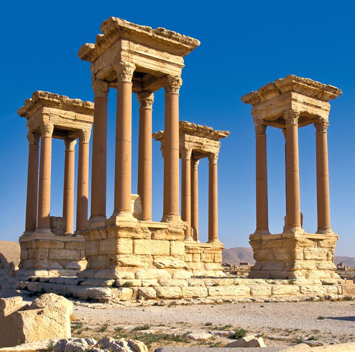 Le Tetrapylon du 2e siècle se composait de quatre groupes de quatre colonnes et servait de ...