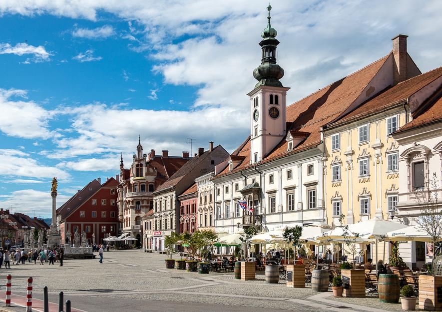 Flânez dans les ruelles de la charmante ville médiévale de Maribor.
