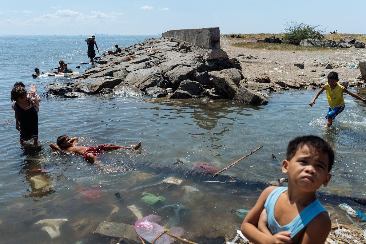 Aux Philippines, la pollution est très élevée dans le fleuve Pasig.