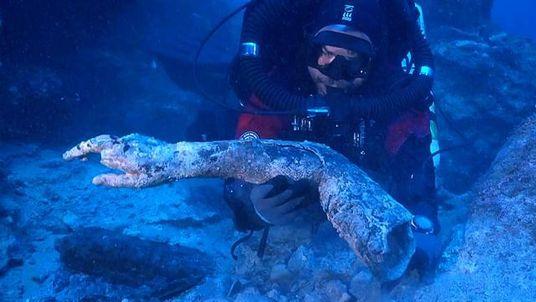 Découverte de mystérieux artefacts antiques au large de la Grèce