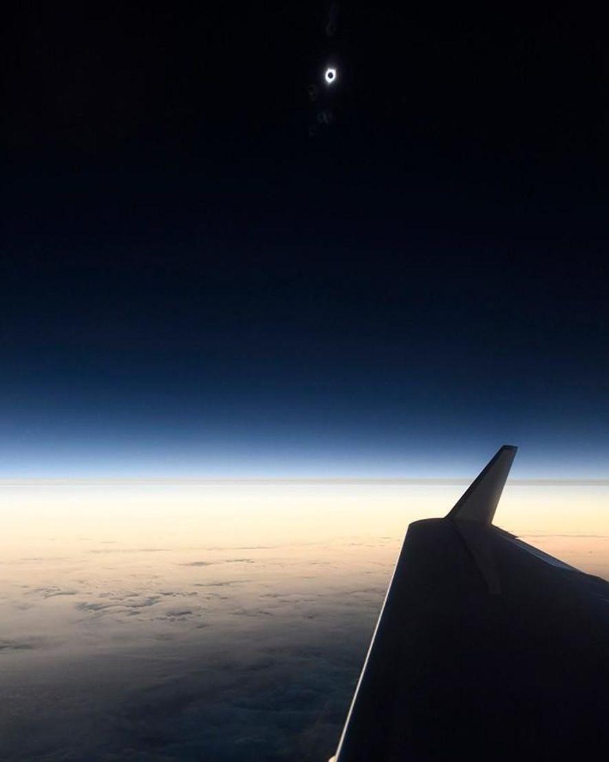 Cette photo est l'un des premiers aperçus de l'éclipse immortalisés par Babak Tafreshi, photographe de National …